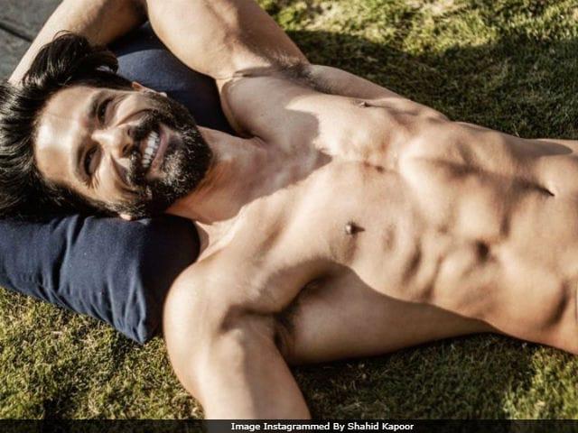 Trending: Shahid Kapoor's 'Holiday Mood' Pic. Internet's Smitten