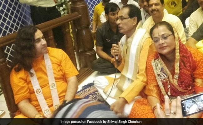 When Chief Minister Shivraj Singh Chouhan Sang 'Bhajan' At Vrindavan Temple