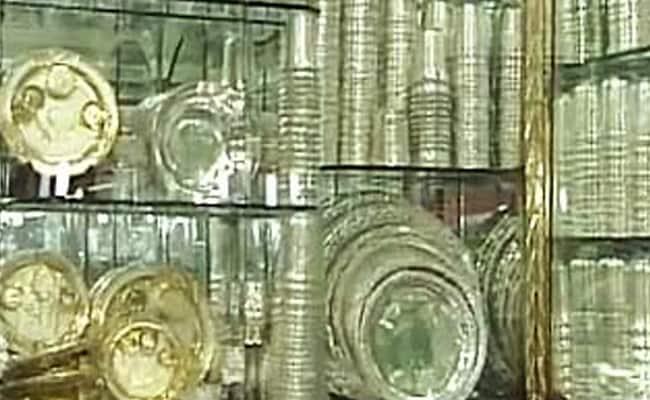 वायदा कारोबार में चांदी 62 रुपये लुढ़की, मुनाफा वसूली का दिखा असर
