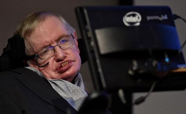 Wheelchair-Bound Stephen Hawking Slams 'Profit-Making' Healthcare Model