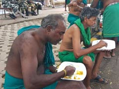 For Tamil Nadu Farmers Protesting In Delhi, Daily <i>Langar</i> From Gurdwara