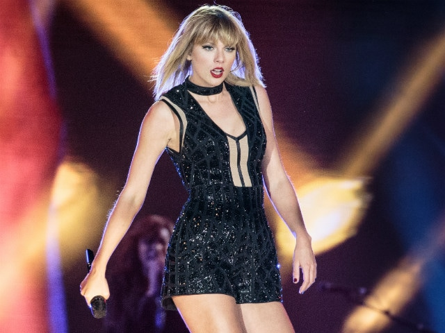 Taylor Swift Upstages Eclipse With Social Media Blackout. Only She Can