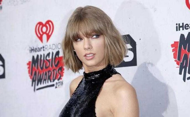 Taylor Swift Says DJ David Mueller Subjected Her To Long, 'Horrifying' Grope
