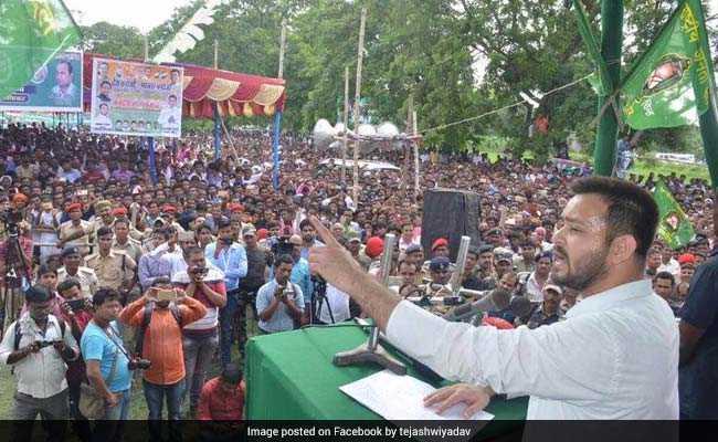 नीतीश कुमार का DNA पहले खराब था या अब है, फेसबुक पर तेजस्वी यादव ने पूछा सवाल