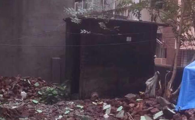ठाणे महानगर पालिका ने अवैध इमारतें गिराने के नाम पर एक परिवार को किया बेघर