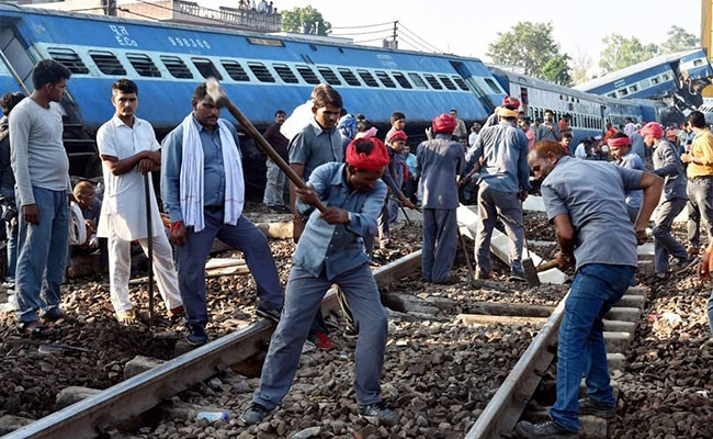 Train crash kills 23 in India