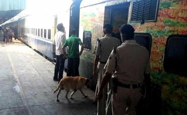 नई दिल्ली रेलवे स्टेशन पर बम की खबर से मचा हड़कंप, सुरक्षा व्यवस्था कड़ी की गई