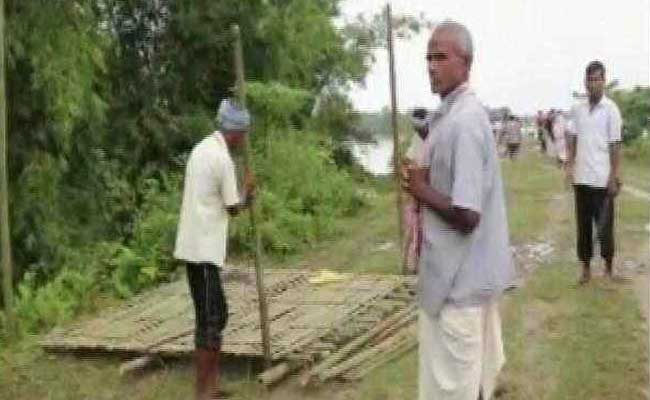 Uttar Pradesh Villagers, Upset With Yogi Adityanath, Protest In Neck-Deep Water