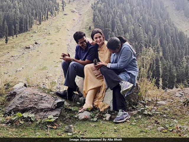 Alia Bhatt, Vicky Kaushal And Meghna Gulzar In A Postcard-Worthy Pic From Kashmir