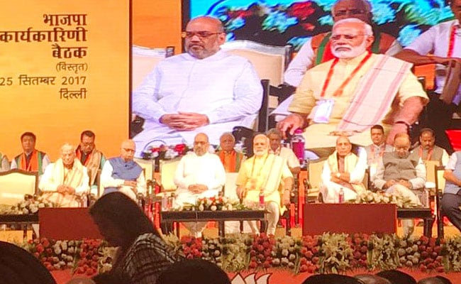 गुजरात चुनाव में बीजेपी ने जारी नहीं किया घोषणा-पत्र, राहुल बोले-ये जनता का अपमान