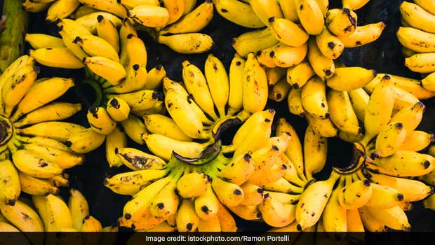 Is It Safe To Have Banana During Night? Here's The Answer, kya raat me kela khana chahiye ki nahi, kela khane ke fayde aur nuksan