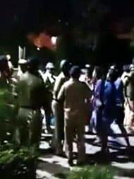 बीएचयू में धरना दे रहे छात्र-छात्राओं पर लाठीचार्ज, छावनी में तब्दील हुई यूनिवर्सिटी