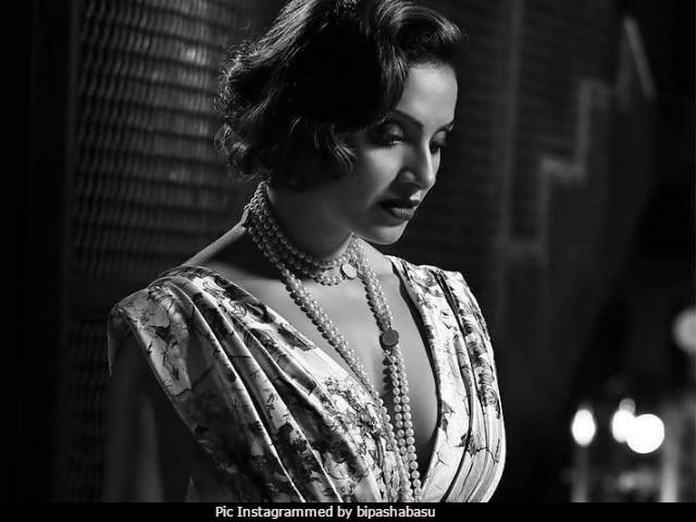 Bipasha Basu Brings Retro Vibes On Instagram With Stunning Photoshoot