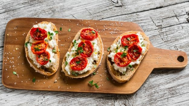 5 fun and easy to make garlic bread recipes ndtv food this mouth watering starter dish from italy consists of grilled garlic bread forumfinder Images