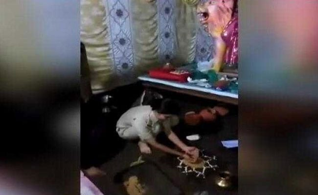 Police Officer Performs Rituals At Durga Puja Pandal After No-Show By Priests