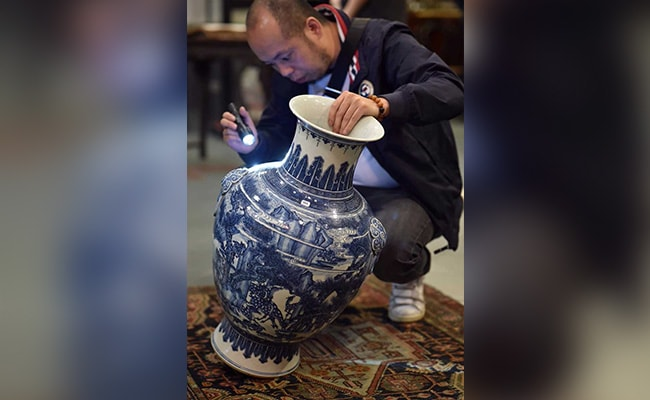 Chinese Vase Sells For 10,000 Times Estimated Price In Geneva