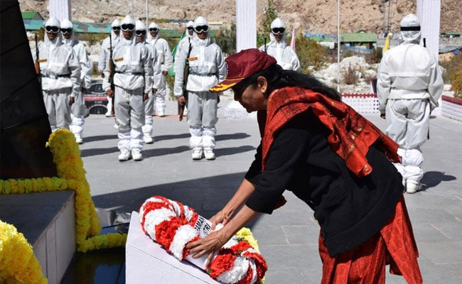 रक्षा मंत्री निर्मला सीतारमन ने सियाचिन में सैनिकों के साथ मनाया दशहरा
