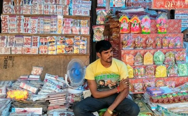 नोटबंदी के बाद जीएसटी की मार, चौपट हुआ धंधा, व्यापारियों में त्योहार को लेकर फीका पड़ा उत्साह