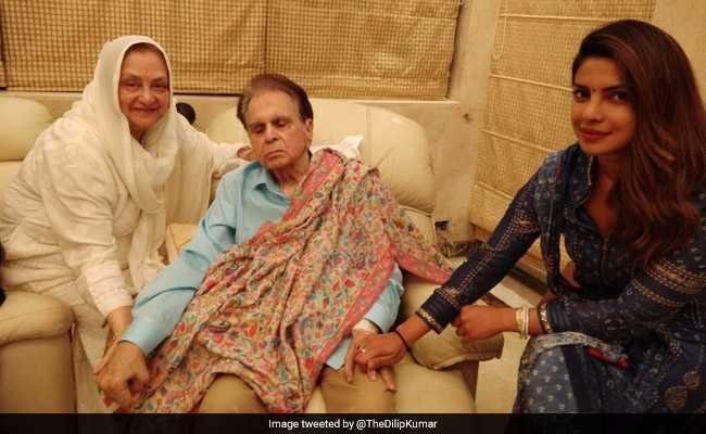 शाहरुख खान के बाद दिलीप कुमार का हालचाल लेने पहुंचीं प्रियंका चोपड़ा, देखें Photos