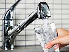 Dehydration: शरीर में पानी की कमी से कब्ज, सिरदर्द, पेट दर्द के साथ हो सकती हैं खतरनाक बीमारियां