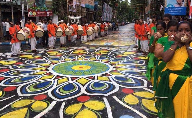 Ahead Of Durga Puja, Longest Street 'Alpana' Brightens Kolkata Street