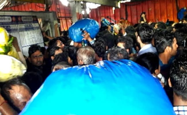 elphinstone station mumbai stampede