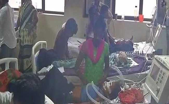 फर्रुखाबाद में 49 नवजातों की मौत : वरिष्ठ चिकित्सकों के खिलाफ की गई कार्रवाई से नाराज डॉक्टर गए छुट्टी पर