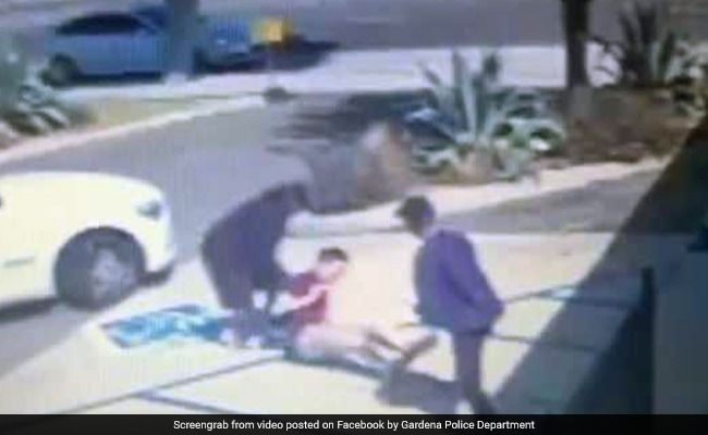 Caught On CCTV: Man Attacked By Armed Robbers. These Heroes Saved The Day