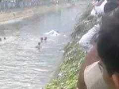 दिल्ली: गाजीपुर में कूड़े का पहाड़ धंसा, 2 की मौत, 7 लोगों के दबे होने की आशंका