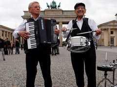Holocaust Survivors Rock Berlin's Brandenburg Gate With Song Of Hope