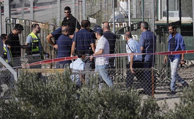 फिलस्तीनी बंदूकधारी ने इस्राइली बस्ती में तीन सुरक्षाकर्मियों की हत्या की
