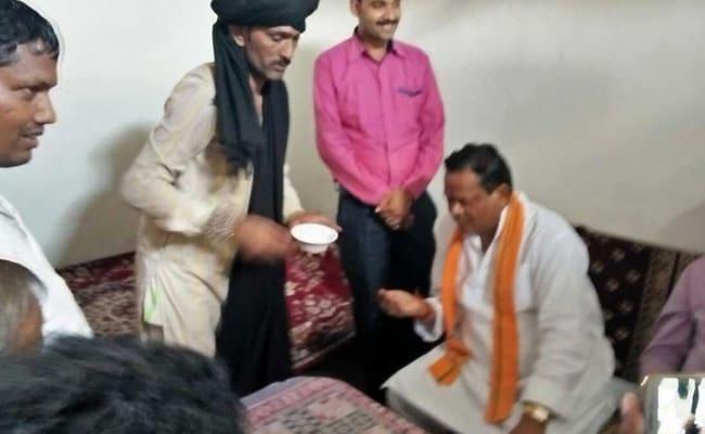 कंबल बाबा से इलाज कराने पहुंचे छत्तीसगढ़ के गृहमंत्री, पकड़े गए तो चमत्कार गिनाने लगे