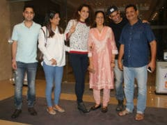 Kangana Ranaut Enjoys A Dinner Date With Family
