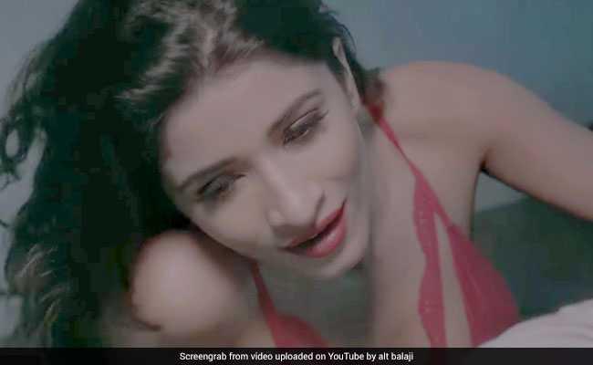 Ragini MMS Returns: हॉरर से ज्यादा इंटीमेट सीन्स से भरा है ट्रेलर, देखें VIDEO