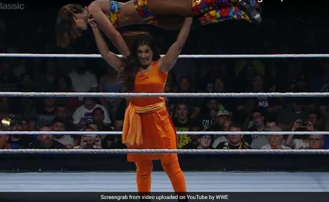 WWE की रिंग में सूट-सलवार पहन कुश्ती करती कविता के वीडियो ने यूट्यूब पर मचाई धूम