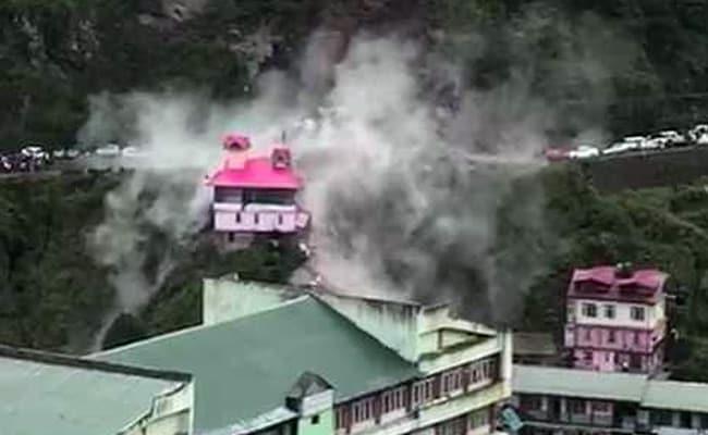 VIDEO: चंडीगढ़-शिमला नेशनल हाईवे पर भूस्खलन, मलबे में फंसे कई वाहन