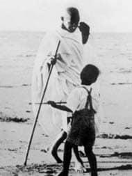 মহাত্মা গান্ধির সার্ধশতবর্ষে তাঁকে শ্রদ্ধা জানালেন মুখ্যমন্ত্রী মমতা বন্দ্যোপাধ্যায়
