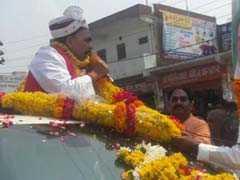 बीजेपी प्रदेश अध्यक्ष महेंद्र नाथ पांडेय ने आगरा में रोड शो कर दिखाई ताक़त