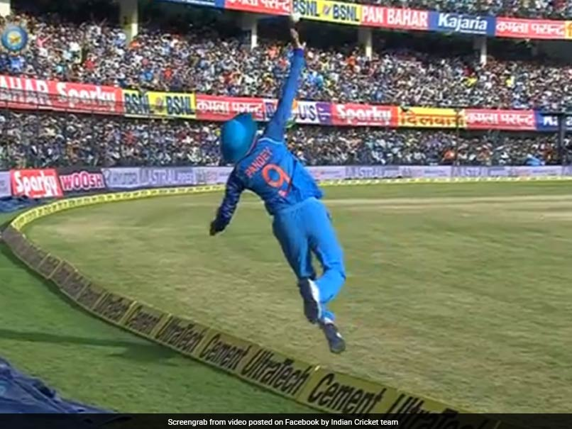 India vs Australia, 3rd ODI: Manish Pandey Pulls Off A Stunning Catch To Dismiss Peter Handscomb