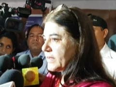 जनता दरबार में अधिकारी पर भड़कीं केंद्रीय मंत्री मेनका गांधी