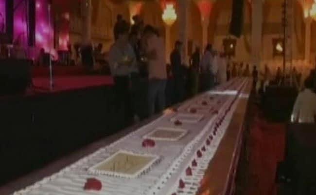 पीएम मोदी के जन्मदिन पर सूरत में काटा गया 680 किलो का अनूठा केक