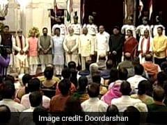 LIVE UPDATES : पीएम मोदी के कैबिनेट में शामिल हुए 9 मंत्री, 4 मंत्रियों का हुआ है प्रमोशन