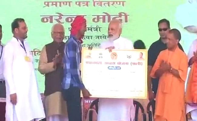 PM Modi In Varanasi Day 2 LIVE: PM Addresses Farmers In Shahanshahpur, Calls For A Clean India