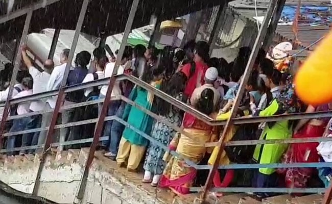 Railways Evict Illegal Hawkers From Stations, Foot Overbridges