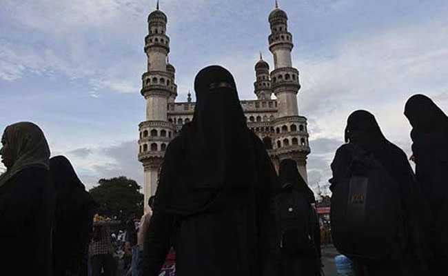 मुस्लिम योग टीचर ने बाबा रामदेव के साथ शेयर किया मंच, मिली जान से मारने की धमकी
