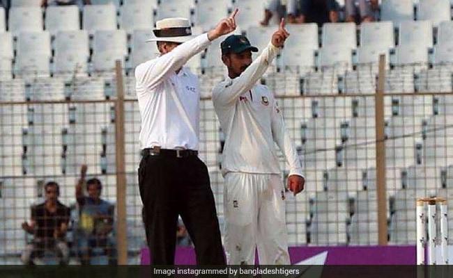 VIDEO: जब कंगारू खिलाड़ी को आउट करार देने के लिए बांग्लादेश का खिलाड़ी बन गया अम्पायर