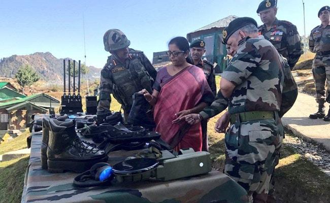 कुपवाड़ा: रक्षामंत्री निर्मला सीतारमण ने नियंत्रण रेखा के पास अग्रिम इलाकों का किया दौरा