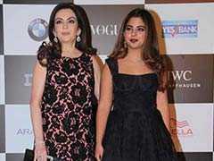 अवॉर्ड नाइट में मुकेश अंबानी की बेटी पर टिकी निगाहें, पत्नी छोड़ इनके साथ दिखे शाहरुख खान
