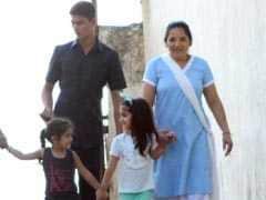 न मम्मी न पापा, यूं फ्रेंड के साथ घूमती दिखीं अक्षय कुमार की बेटी