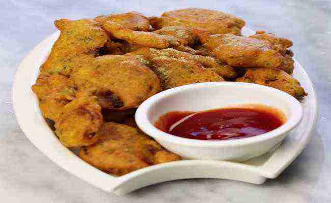 Indian Cooking Tips: Watch This New Way Of Making Crispy Aloo Pakoda